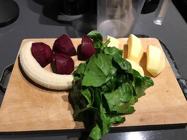 estratto dolce ottimo dessert: spinaci foglie, barbabietola rossa, mela, banana